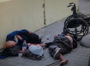 Огородить баннером спящих у вокзала «счастливых ростовчан» предложили местные жители