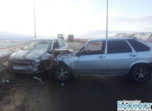 На трассе в Ростовской области в ДТП с участием трех автомобилей пострадали мужчина и ребенок