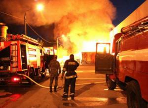 Страшный пожар уничтожил поселковый магазин в Ростовской области