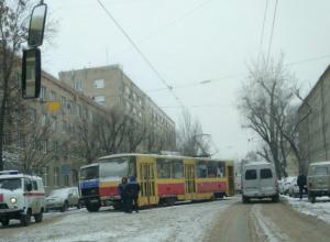 Трамвай сошел с рельсов в Ростове в результате мощного снегопада