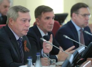 С захудалым и погибшим колхозом сравнил Ростов губернатор Василий Голубев