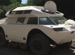 Мирно отдыхающий в Ростове военный броневик был замечен местными папарацци