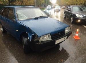 В Ростове на пешеходном переходе водитель «ВАЗ-2109» насмерть сбил пенсионерку