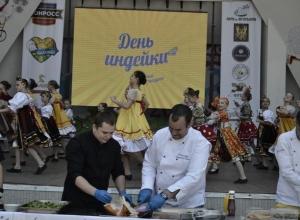 Объелись до икоты мяса жители Ростова на ежегодном праздновании «Дня индейки»