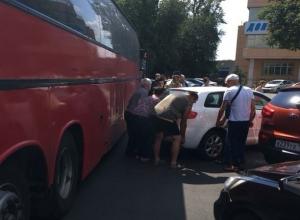 Ростовские богатыри за минуту убрали с дороги машину автохамки