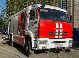 Более ста пожарных боролись с огнем ночью в Ростовской области