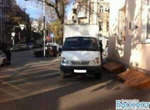 В Ростове «Газель», двигаясь задним ходом, сбила женщину с годовалой дочкой
