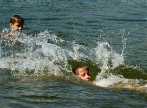 Жуткую панику испытали подростки, заплывшие на судовой ход Дона в Ростове