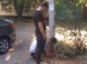 Два неутомимых копателя удивили прохожих и попали на видео в Ростове