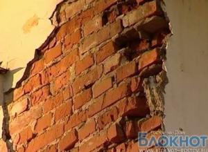 В Шахтах из-за рухнувшей стены дома оказался поврежден газопровод