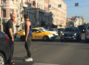 В «увлекательное» приключение превратил поездку по городу сломавшийся в центре Ростова светофор