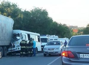 Бешеная гонка двух водителей маршруток в Ростове закончилась для пассажиров травмами и переломами