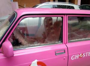 Гламурное розовое «Жигули» с меховой отделкой развеселило ростовчан