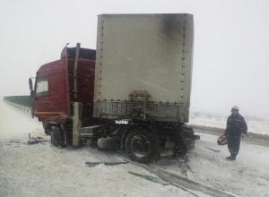В Ростовской области МАЗ врезался в отбойник: водитель травмирован
