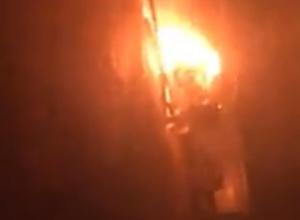 Страшный пожар в многоэтажке Ростова с тяжело пострадавшей женщиной попал на видео