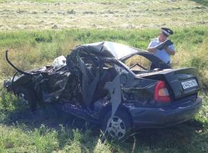 В Ростовской области на переезде локомотив протаранил иномарку: 5 пострадали