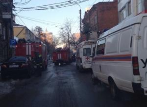В Ростове на Социалистической горит многоквартирный дом