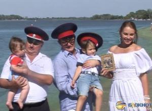 Дмитрий Дибров в Ростовской области представил сына Дону-батюшке. Фоторепортаж
