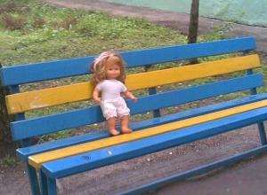 Брошенные в пустой квартире двое детей ищут свою 35-летнюю мать в Ростовской области