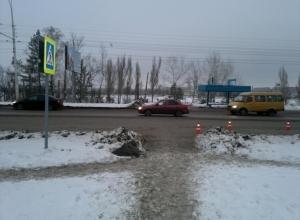 В Волгодонске водитель на пешеходном переходе сбил бабушку с внуками