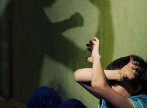 В Ростове завершили расследование в отношении молодой матери, снимавшей на видео избиение своего малолетнего сына