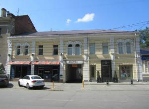 Водителям запретят останавливаться на центральном проспекте Ростова