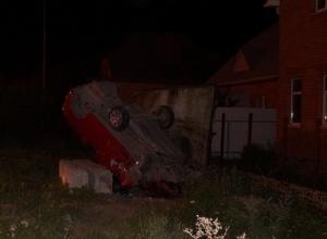 В Таганроге «Лифан» перевернулся и врезался в бетонную плиту