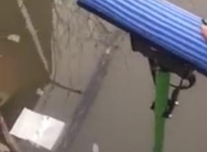 Школьник в Ростове провалился в котлован с водой на глазах у матери