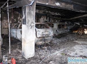 Первые фото со стоянки в ростовском бизнес-центре «Белый слон», где сгорели шесть автомобилей