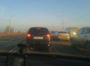 Многокилометровая пробка из-за ремонта дороги вынудила жителей Ростовской области бежать на электрички