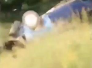 Смертельное ДТП с перевернувшимся в кювет ВАЗом в Ростовской области попало на видео