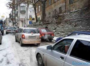 С приходом зимы ГИБДД попросила ростовских автовладельцев разбираться с авариями самостоятельно