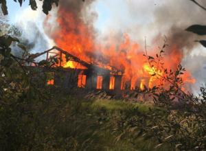 Тело мужчины было обнаружено во время тушения пожара в бесхозном бараке в Ростовской области