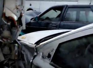 Страшная авария с грузовиком, двумя автобусами и шестью легковушками под Ростовом попала на видео