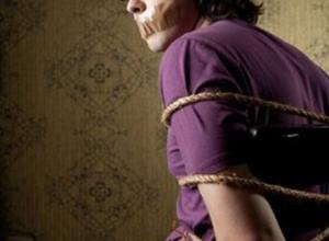 Житель Ростовской области, пытаясь вернуть бывшую возлюбленную, похитил и избил ее