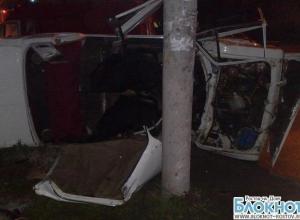 В Ростове на Таганрогской опрокинулся «ВАЗ 2106»: 2 пострадали