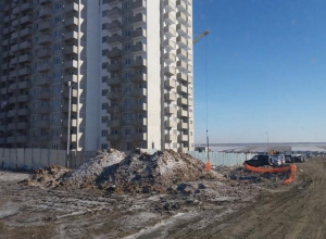 Строителей жилого района «Суворовский» Ростова наказали за незаконное складирование