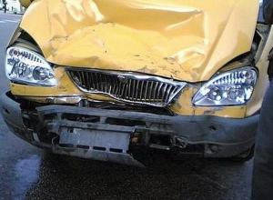 В Ростовской области в ДТП с участием маршрутки, КамАЗа и легковушек пострадали 5 человек