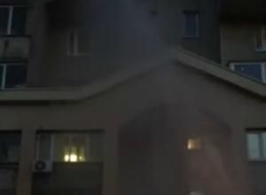 Бьющий по окнам многоэтажки Ростова десятиметровый фонтан «из трубы» горожане сняли на видео