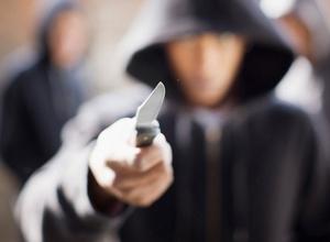 В Ростове-на-Дону преступник с ножом напал на девушку