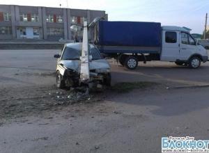 В Азовском районе «десятка» врезалась в опору ЛЭП, столб раздавил легковушку. ФОТО