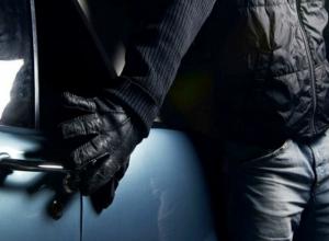 Новый способ воровства из автомобилей изобрели «бесшумные» налетчики в Ростове