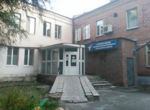 Обнаруженный на крыше роддома труп озадачил жителей Ростовской области
