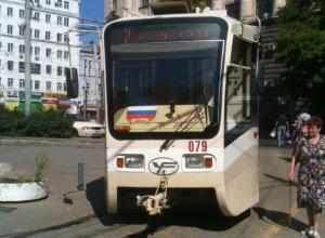 Пытавшиеся объехать пробку в центре Ростова горожане застряли в «скоростном» трамвае
