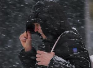 Скачок давления, пронизывающий ветер и обложной снег ужаснут жителей Ростова в пятницу, 13-го