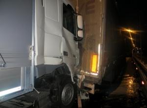 В Ростовской области при столкновении большегрузов пострадали водители