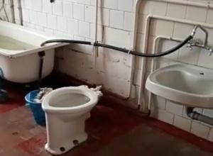 Жуткая и мерзкая ванная комната в детском саду шокировала гостью в Ростовской области