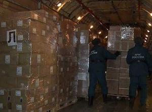 Самолёт МЧС доставил в Ростов-на-Дону гуманитарную помощь для жителей Донбасса