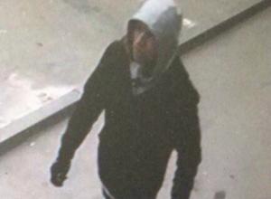 Снимки подозреваемого в организации взрыва у школы в Ростове распечатали с камеры видеонаблюдения