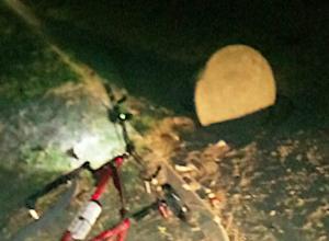 Молодой человек сломал свой велосипед об открытый люк в Ростове